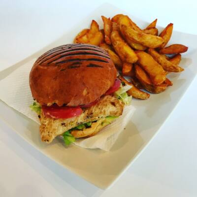 Csirkeburger menü roston csirkemellel