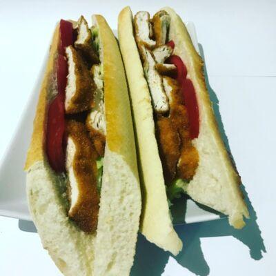Vaslapos szendvics rántott csirkemellel