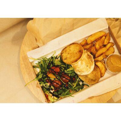 Grill sajt tál - Krémes camembertet és füstölt sajtot grillezünk, amihez jól illik a házi almaszószunk. A köreteket pedig te választhatod ki hozzá...