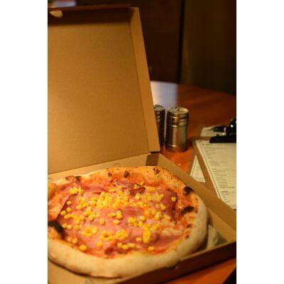 """prosciutto-granturco"""" - paradicsomos alap, sonka,  kukorica és mozzarella"""